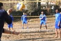 تصویری از والیبال بازی کردن استقلالیها