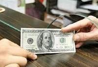 همتی: بانک مرکزی نیازهای ارزی مردم و فعالان اقتصادی را با قدرت تأمین میکند