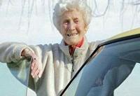 زنی پس از ۸۸ بار رد شدن، بالاخره گواهینامه اش را گرفت (عکس)