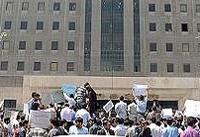 تجمع بازنشستگان نیروهای مسلح مقابل مجلس | تقاضای افزایش حقوق