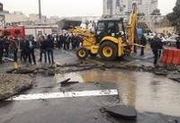 ترکیدگی لوله اصلی آب در میدان توحید
