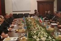 مذاکره وزیر دفاع کشورمان با وزیر صنایع دفاع جمهوری آذربایجان