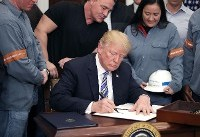 آلمان برای جلوگیری از گسترش تعرفههای تجاری دست به دامان آمریکا شد