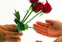 محکومین به حبس به استقبال از مسافران نوروزی و پذیرایی با شاخه گل از آنها مکلف شدند