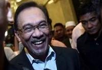 معاون سابق ماهاتیر محمد از زندان آزاد شد