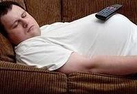 به این دلایل مهم روی کاناپه نخوابید