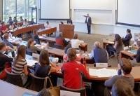 کاهش تعداد دانشجویان آسیایی متقاضی تحصیل در آمریکا