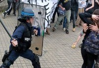 تظاهرات هزاران فرانسوی در پاریس علیه ماکرون در سایه تدابیر شدید امنیتی