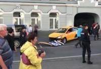 ورود یک خودرو به میان جمعیت در مسکو/راننده بازداشت شد