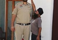 قد بلندترین افسر پلیس جهان در هند خدمت میکند (+عکس)