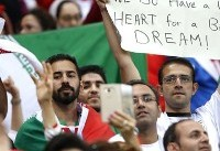 واکنش فیفا به بنر جالب هوادار ایرانی