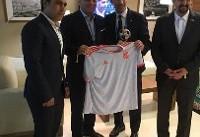 اهدای یک تابلو فرش ایرانی به رئیس فدراسیون فوتبال اسپانیا