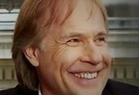 «ریچارد کلایدرمن»، پیانیست فرانسوی وارد ایران شد / برای ایرانیها سوپرایز دارم