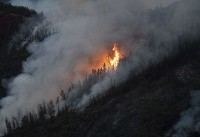 The Latest: Yosemite remains open as wildfire burn nearby