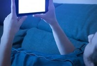 نور آبی صفحه تلفن نابینایی را شتاب میبخشد