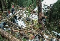 نجات معجزه آسا از سقوط هواپیمای اندونزیایی + عکس