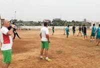 بازیکنان تیم امید ایران در زمین خاکی تمرین کردند