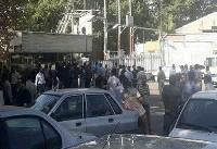 کارخانه تولی پرس با ۱۵۰ کارگر موقتا تعطیل شد/تجمع کارگران مقابل در ورودی
