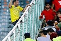 عکس جنجالی روز ؛ تماشاگر چاقوکش در دیدار پرسپولیس و نفت مسجد سلیمان