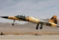گزارش تصویری از مانور و به زمین نشستن نخستین هواپیمای جنگی ساخت ایران