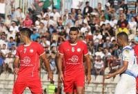 نیمه نخست بازی تیمهای ملوان و سپیدرود متوقف شد/ علی کریمی تیمش را بیرون کشید