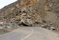 ریزش کوه آزادراه پل زال را مسدود کرد/تصادف زنجیرهای و مصدوم شدن ۴ نفر