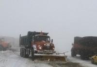 ۴۰ مسافر گرفتار در برف جاده طالقان نجات یافتند