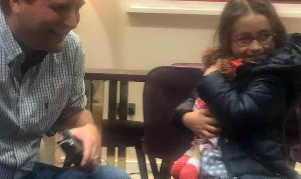 Daughter of Detained British-Iranian Is Reunited With Father in U.K.