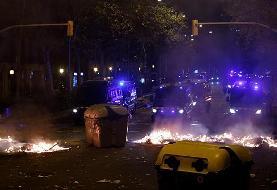 سومین شب ناآرام بارسلون؛ طرفداران استقلال کاتالونیا با پلیس درگیر شدند