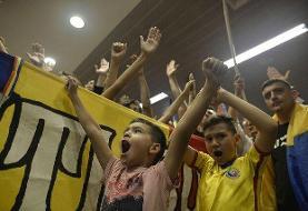 ۲۹ هزار کودک رومانیایی در ورزشگاه/ تشویق به جای تحریم