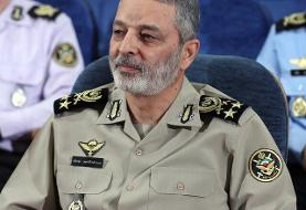 قدیر فرمانده کل ارتش از وزیر دفاع و سازندگان جت ایرانی «یاسین»