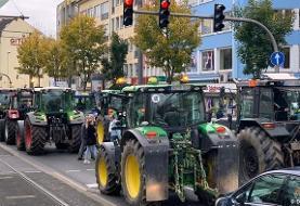 هزاران کشاورز معترض در آلمان با تراکتور راهی شهرها شدند