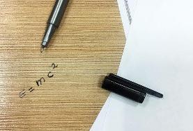 فرمول فیزیک روی میز