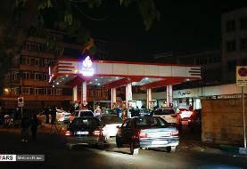 (تصاویر) پمپ بنزینهای تهران در شب سهمیه بندی
