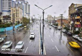 برف و باران در جادههای ۱۳ استان