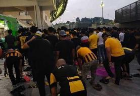 نماز جماعت هواداران تیم ملی مالزی +عکس
