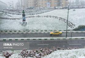 باراش برف و باران در برخی جاده ها/ رانندگان زنجیر چرخ همراه داشته باشند