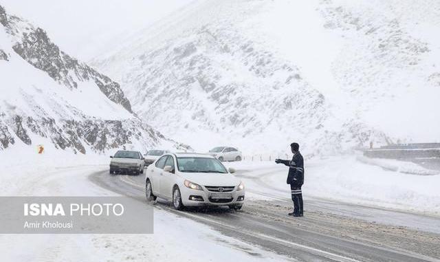وضعیت جوی و ترافیکی راههای کشور / لزوم تردد با زنجیر چرخ در برخی جادهها