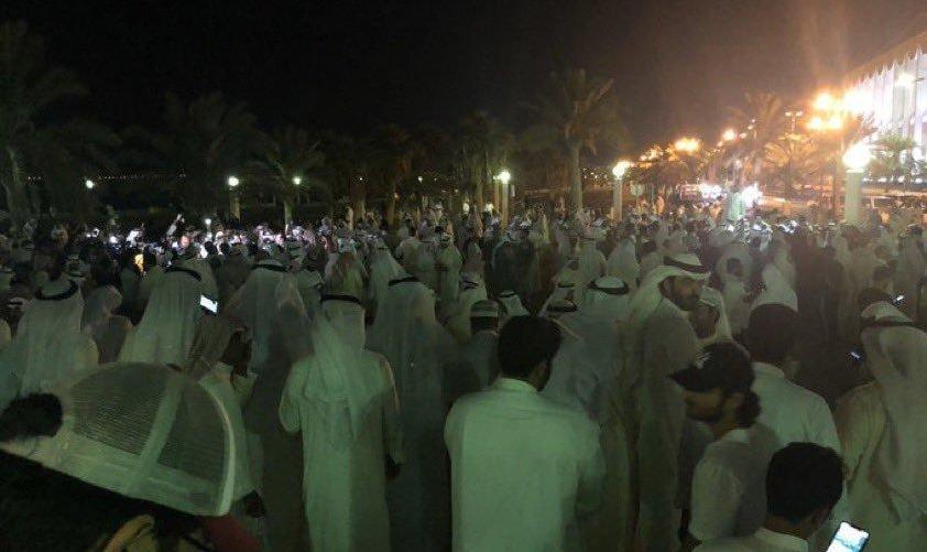 تصاویر تظاهرات در کویت در پی خودکشی یک جوان جان به لب رسیده