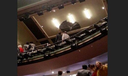 حادثه وحشتناک: سقف تئاتر پیکادلی لندن فروریخت، تماشاگران گریختند