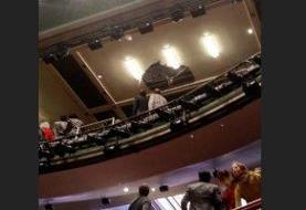 سقوط سقف سالن نمایش حین اجرای مرگ فروشنده