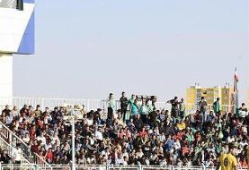 حضور هواداران تراکتور در ورزشگاه/ خطیبی تشویق شد