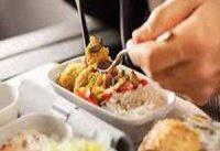 ۱۴ حقیقت عجیب درباره غذای هواپیما | چرا مزه غذا هواپیمای با رستوران متفاوت است؟