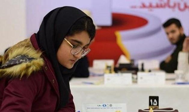 دختر شطرنجباز ایرانی در حمایت از حقوق بشر مردم فلسطین از رقابت با حریف اسرائیلی انصراف و یک امتیاز از دست داد