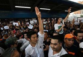 بزرگترین تظاهرات در بانکوک از هنگام کودتای ۲۰۱۴| معترضان سلام سهانگشتی «بازیهای گرسنگی» را میدهند