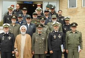 فرمانده کل ارتش با حضور در ستاد نیروی دریایی به دریادار خانزادی تبریک گفت