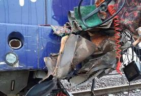 برخورد کامیون با قطار تهران - رشت (+تصاویر)