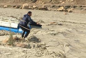 نجات جان راننده خودرو گرفتار در سیلاب رودخانه کازرون
