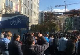 هواداران خشمگین استقلال درِ پارکینگ باشگاه را شکستند