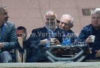 خوشحالی ویژه علی پروین در جشن تولد دایی/عکس
